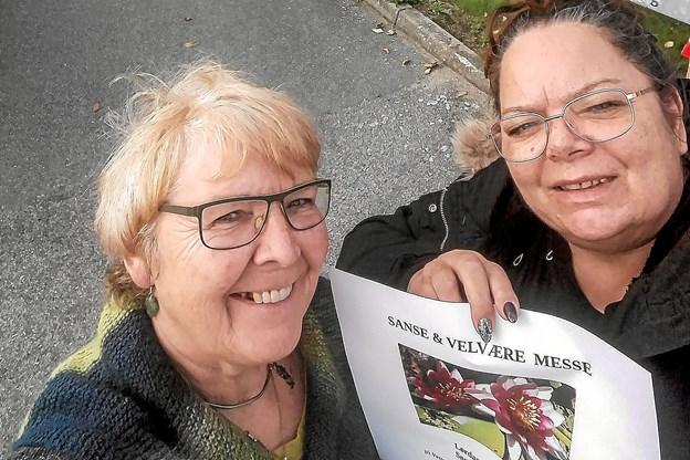 Laila Rødbro og Pia Dam glæder sig helt vildt til at åbne dørene til Thys nye Sanse og Velvære Messe på Vestergaarden i Sundby. Privatfoto