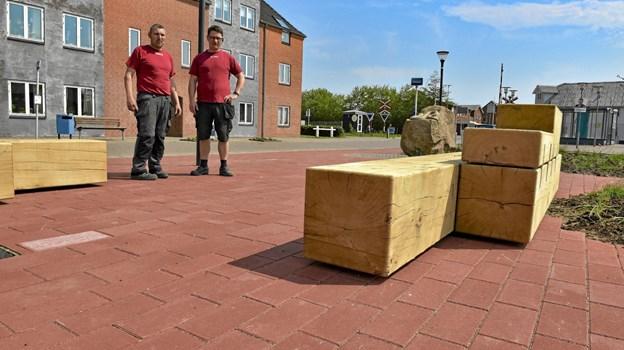 Møblerne er op til seks meter lange og nogle vejer over to tons. Bygget op af egekævler i 40 x 40 og 40 x 20 cm. Foto: Ole Iversen Ole Iversen