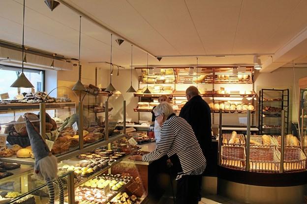Der var travlhed i butikken hos bager Madsen. Foto: Hans B. Henriksen Hans B. Henriksen