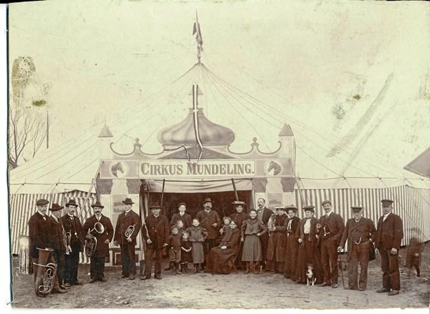 Få ny viden om de rejsende folk på Dronninglund-egnen - når Lykke Olsen fortæller om dem på Dorf Møllegård. På billedet ses Mundelings Cirkus. Privatfoto.