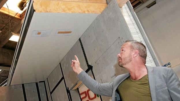 Morten Stausgaard der har været i byggebranchen i mere end 20 år, har selv udviklet de nye materialer og sat dem i produktion. Foto: Peter Jørgensen Peter Jørgensen