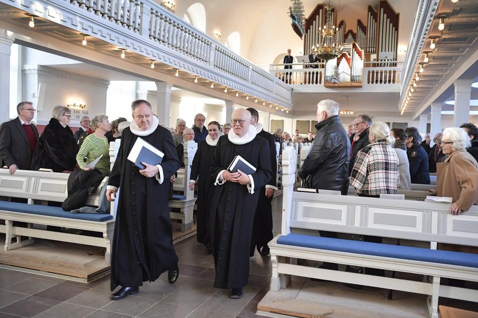 Præst Niels Berthelsen t.h. indsættes i Skagen Kirke søndag 6. januar. Foto: Bente Poder.