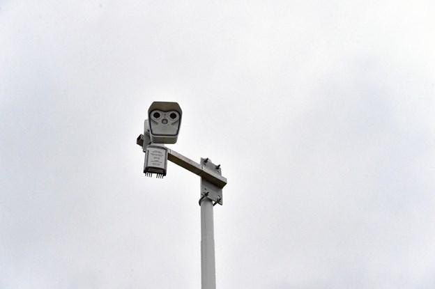Øverst sidder et kamera, som tager et foto hvert 15. sekund. Man kan på trafikken.dk se aktuelle billeder fra alle de 500 glatførestationer over hele landet. Foto: Ole Iversen Ole Iversen