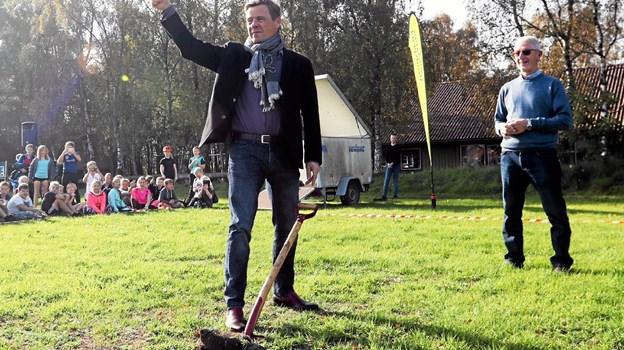 I oktober i fjor tog Thomas Kastrup-Larsen det første spadestik til Tegllunden. 21. august er borgmesteren med til at indvie det grønne byrum i Gandrup. Foto: Allan Mortensen