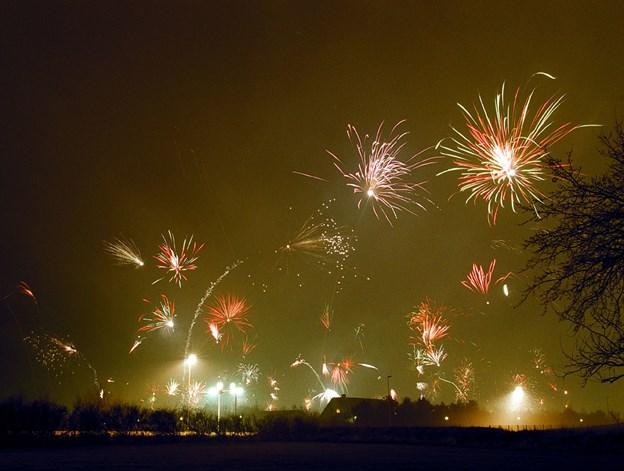 Nytåret fejres med gudstjeneste i Gistrup Kirke, men den er færdig tids nok til, at man kan nå at se fyrværkeriet over byen.
