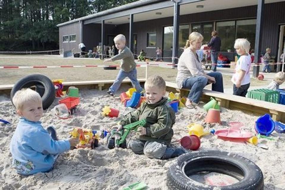 Udeområderne er prioriteret højt i Børnehuset ved Kilden. Der er blandt andet store sandkasser til glæde for alle børn - både dem på tre og de store på seks år.