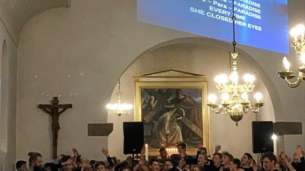 Flere gange var der konfirmander der godt turde synge i mikrofon. Foto: Kasper Mølbæk