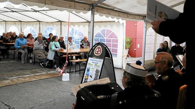 Et halvt hundrede tilhørere fandt vej til teltet. Foto: Allan Mortensen Allan Mortensen