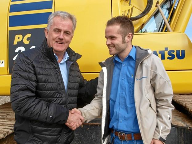 T.v. chefen for Netto i Nordjylland Jens Willumgaard og  Simon Voss, der bliver den nye butikschef i Vrå.  Foto: Arne Larsen-Ledet