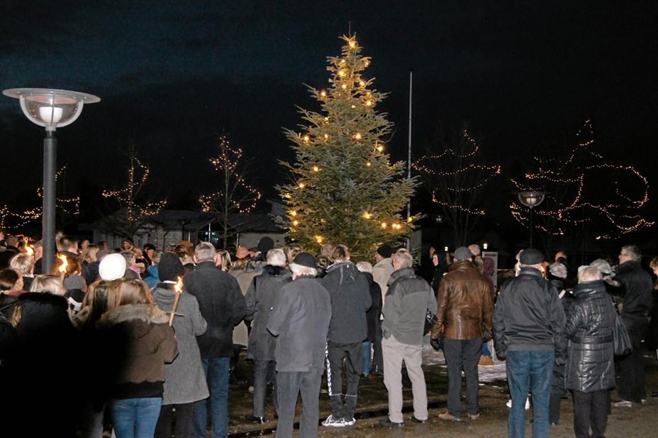 Lys i juletræet på torvet i Haverslev