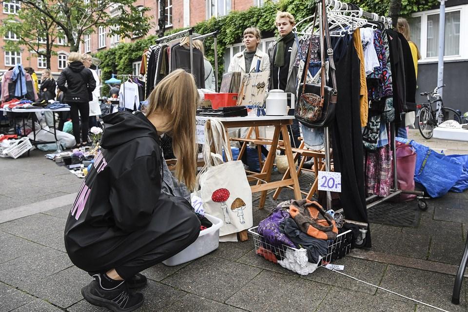 Gå på jagt efter et kup på Louise Plads til årets første loppemarked. Arkivfoto: Bent Bach