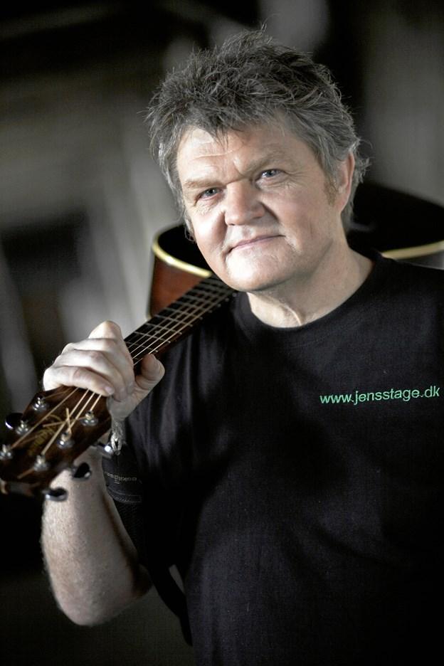 Trubadur Jens Stage - fortolker 20. september Johannes Jørgensen-digte i Sognehuset i Ullits. Privatfoto