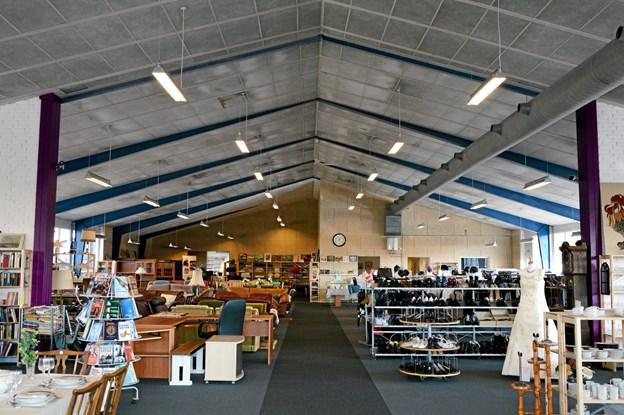 Kirkens Korshær råder over 1000 kvadratmeter på Jyllandsvej i Hobro, hvor man sælger ud af møbler, nips, tøj, bøger og mange andre lopper. Arkivfoto