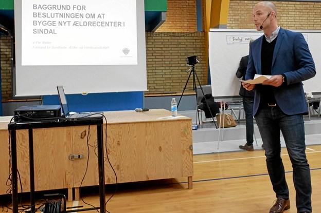Formanden for Sundheds-, Ældre- og Handicapudvalget Per Møller indledte mødet med at fortælle om baggrunden for at kommunen vil bygge et nyt plejecenter. Foto: Niels Helver Niels Helver