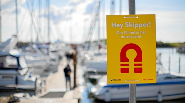 Bevæger du dig ned i en havn i den kommende tid, vil du sandsynligvis blive mødt af disse skilte, flag og klistermærker. PR-foto.