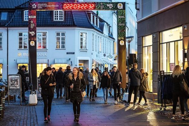 Aalborg er forvandlet til grandprix-by, og der en masse sjove ting, man kan give sig til. Foto Peter Broen