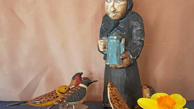 Chr. Bak var især kendt for sine udskårne fugle, men han udskar dog også andre motiver.   Privatfoto