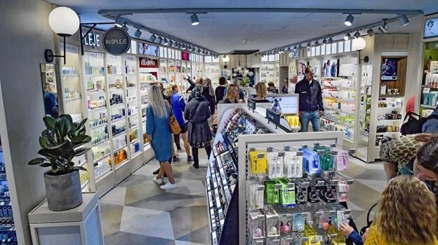Før var der BR-legetøj. Nu er der skønhedsprodukter så langt øjet rækker i den dybe Matas-Living butik. Foto: Ole Iversen Ole Iversen