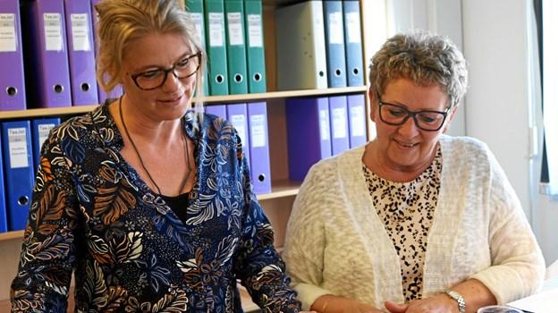 Bogholder Vivi Nielsen og Anne Mette Boel får en snak om sundhed.   Privatfoto