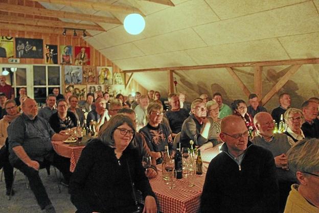 Både fredag og lørdag aften var der 140 som nød godt af underholdningen. Foto: Hans B. Henriksen