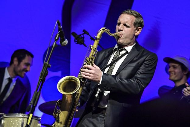Gæstesolist denne gang er Jan Harbeck, der spiller på tenorsaxofon.