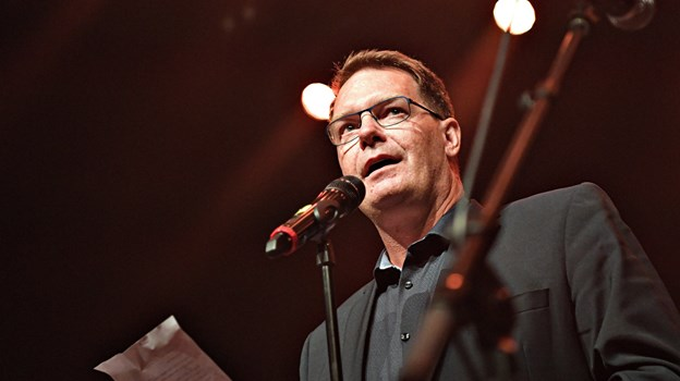 Direktør i Spar Nord Morten Koch fortalte, at Folkemusikprisen betales af Spar Nord Fonden, hvis formål blandt andet er at støtte fællesskaber, og han lovede, at være med i 2020, hvor festivalen har 50 års jubilæum. Foto: Bent Bach BENT BACH