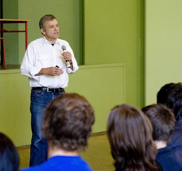 Henrik Rindom, overlæge og psykiater,  taler med elever på Produktionsskolen og holder foredrag i Metropol Arkivfoto: Carl Th. Poulsen
