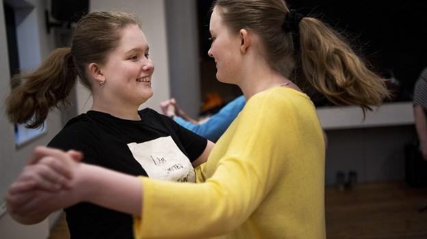 Nogle af de unge har mødt hinanden genne dansen. Foto: Laura Guldhammer Foto:  Laura Guldhammer