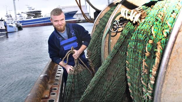 23-årige Lars Sørensen fisker på pladserne tæt ved Skagen. Foto: Kurt Bering Kurt Bering