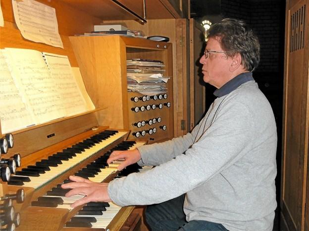 Traditionen tro er der adventskoncert med fransk orgelmusik i Frederikshavn Kirke, hvor Thomas Kursch sidder ved orglet. Arkivfoto: Peter Bandholm