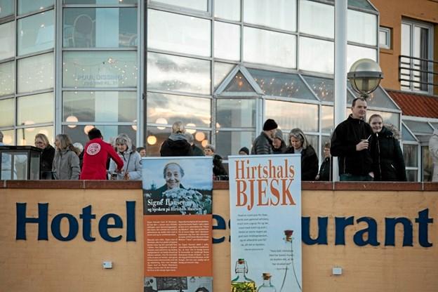 Så blev Hirtshals 100 års jubilæum blæst i gang. Foto: Peter Jørgensen Peter Jørgensen
