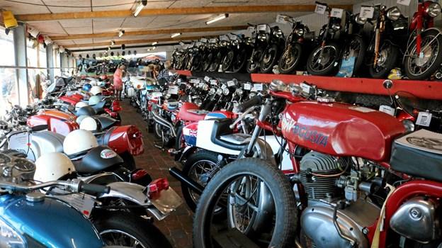 Campingpladsejer Bendt Christensens imponerende samling af gamle klassiske motorcykler. Foto: Tommy Thomsen Tommy Thomsen