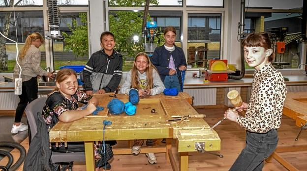 Børnene går op i opgaven og arbejder på den et par timer om ugen. Foto: Mogens Lynge Mogens Lynge