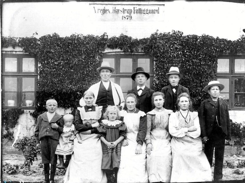 Vrejlev-Hæstrup Fattiggaard 1879. Foto: Arkiv.dk