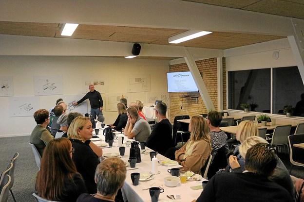 Morgenmødet som Turisthus Nord havde inviteret til havde samlet godt en snes deltagere i Sæby Fritidscenter & Hostel. Foto: Tommy Thomsen