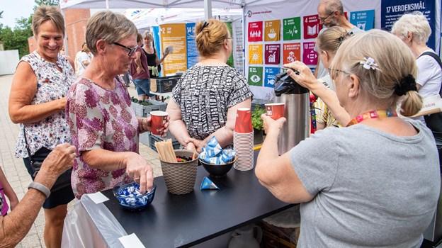 Det var også muligt at drikke kaffe - fair trade naturligvis. Peter Broen