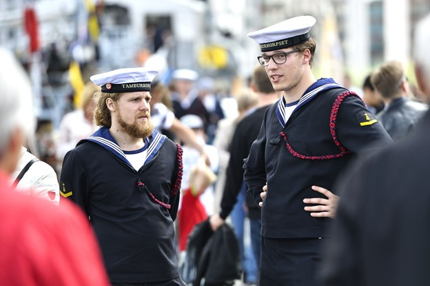 Aalborg Regatta trækker altid tusindvis af mennesker til byen - blandt dem besætningerne fra skibene, der inviterer ombord til åbent skib. Arkivfoto: Michael Koch
