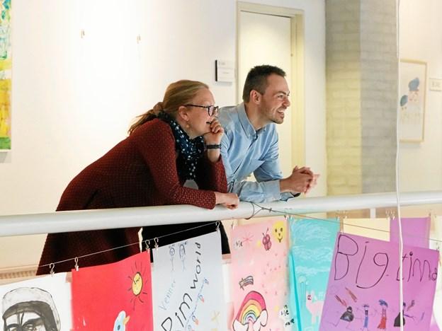 De voksne ser da ganske tilfreds ud. Foto: Frederikshavn Bibliotek