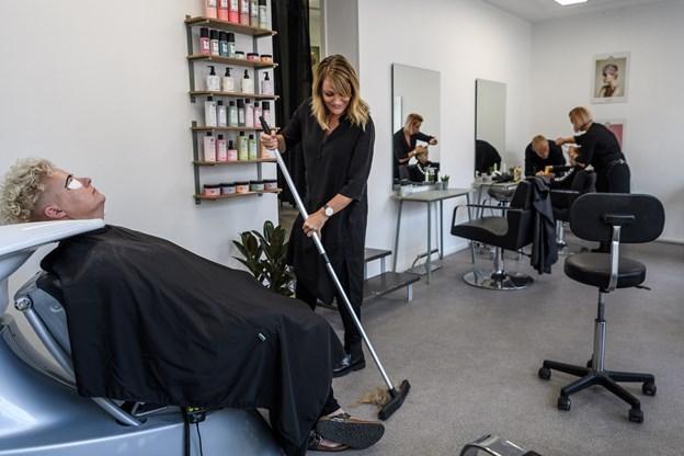 Frisør Lotte Libak og frisør Signe Lykke Nielsen har åbnet salon i Algade 42.Foto: Nicolas Cho Meier Nicolas Cho Meier