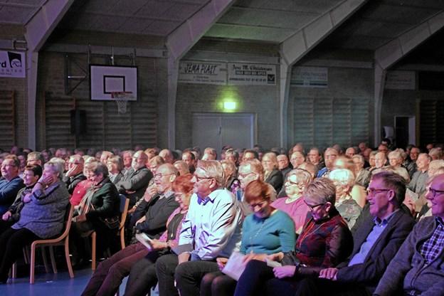 Niels Olsen og orkestret kunne få smilet og grinet frem hos publikum. Foto: Hans B. Henriksen Hans B. Henriksen