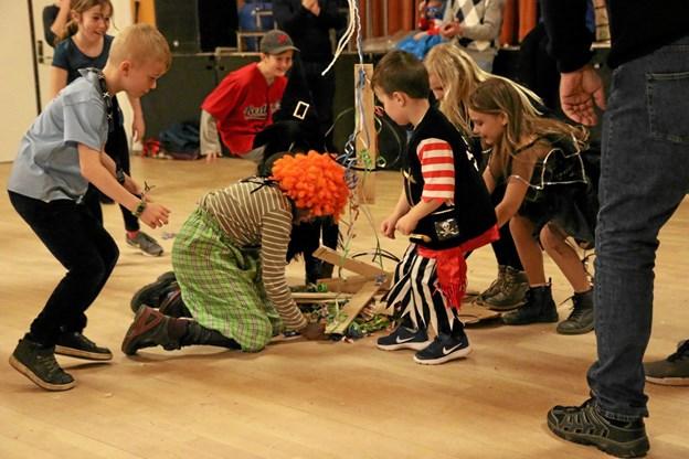 Tønden indeholdte traditionen tro lidt lækkerier... Foto: Morten Birkely Morten Birkely