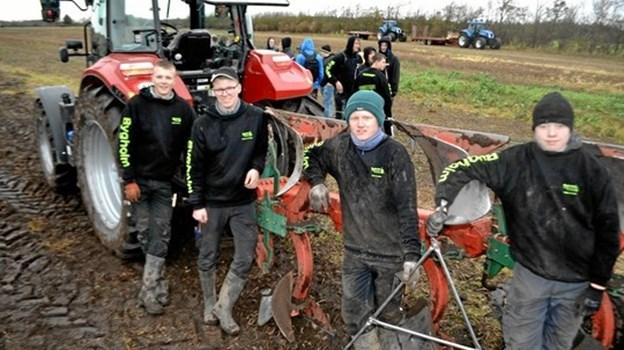 Jeppe, Marius, Mads og Asger fra Bygholm Landbrugsskole vandt DM i skolepløjning.  Foto: LandboUngdom