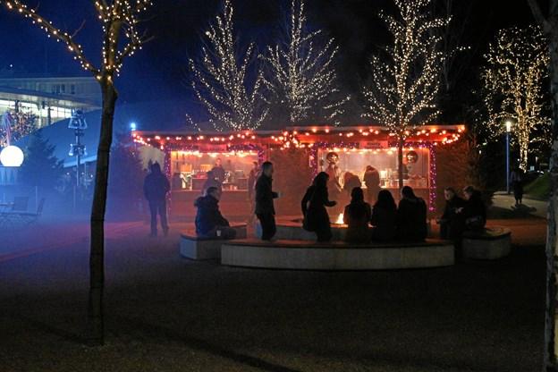 Der bliver masser af smagsprøver i haven ved Aalbæk Gl. Kro, når julemarkedet åbner 16. november.