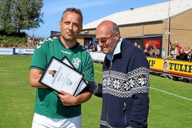 Ingolf Larsen blev den 23. juni udnævnt som Æresmedlem i Jetsmark IF. Foto: Flemming Dahl Jensen