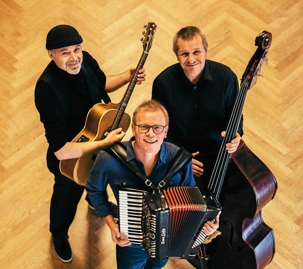 Søgaard Trio leverer viser af Rune T. Kidde og Pernille Plaetner, når de gæster Brovst Musikforsyning. Arkivfoto