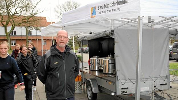 Beredskabsforbundet er klar med kaffe udenfor. Foto: Flemming Dahl Jensen Flemming Dahl Jensen