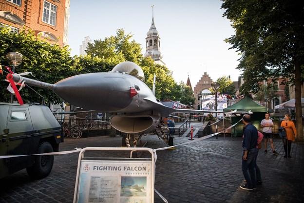 F-16 flyet kan ses på Gammeltorv lørdag og søndag.