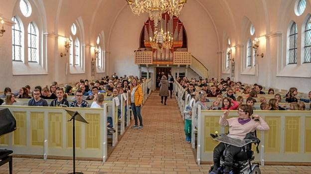 Svært at finde et ledigt sæde til eftermiddagens forårskoncert i Løgstør Kirke. Foto: Mogens Lynge Mogens Lynge