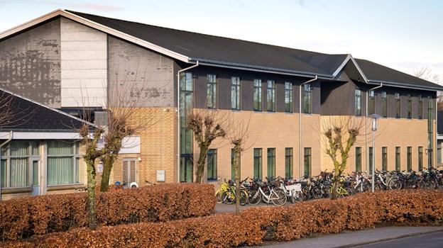 Dueholmskolen har fået ny legeplads, men den må ikke tages i brug endnu, for græsset skal vokse ordentligt op. Arkivfoto: Bo Lehm