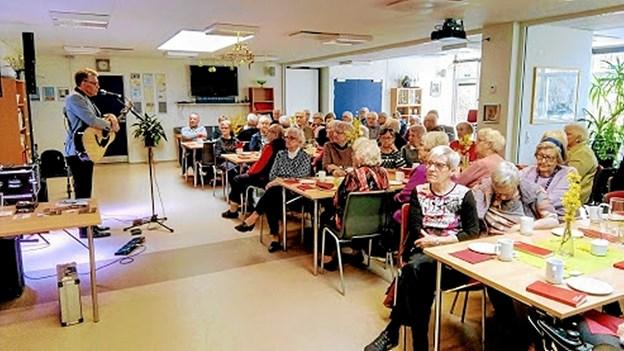 Der var vanen tro fyldt til sidste plads, da onsdagsarrangementet med Karsten Holm løb af stabelen forleden på Beltoften i Gistrup. Foto: Bjarne Arentsen Bjarne Arentsen